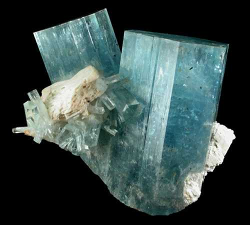 Hình: Tinh thể đá Aquamarine