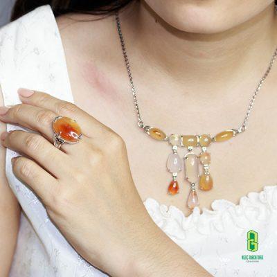 Bộ trang sức Carnelian của Ngọc Thạch Thảo