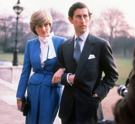 Nhờ tính lãng mạn và quý phái, nhân ngày cưới, Thái tử Charles đã tặng Công nương Diana nhẫn cưới gắn Sapphire.