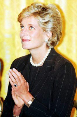 Chiếc nhẫn Sapphire gắn bó với công nương Diana trong nhiều sự kiện bà tham dự