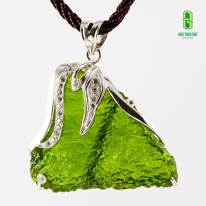 Mặt dây chuyền đá moldavite tại Ngọc Thạch Thảo