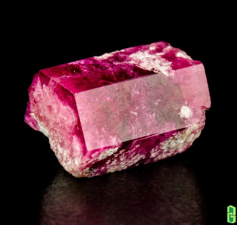 Đá beryl đỏ tinh thể quý hiếm từ beryl