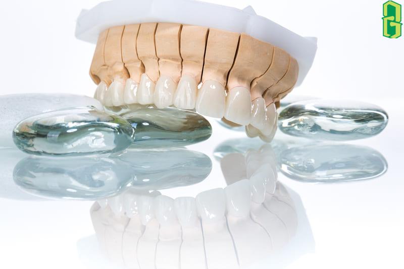 Đá zircon có ứng dụng trong nha khoa và răng giả