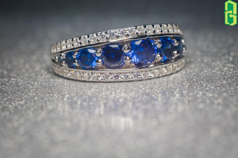 Ý Nghĩa Đá Tanzanite Tình Yêu - nhẫn đá tanzanite xanh