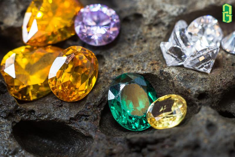 Vậy thì trang sức đá quý nào đeo có độ bền tốt nhất?